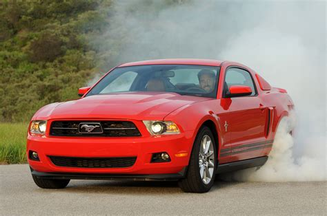 best ford mustang v6 2011 ford mustang v6 burnout photo gallery autoblog 2017