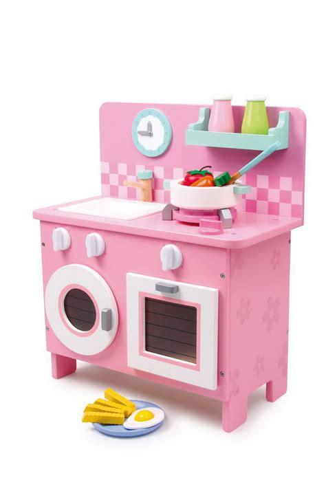 jouet cuisine en bois pas cher la cuisine en bois jouet peluches et jouets en bois