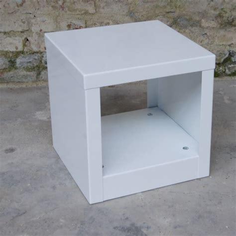 bout de canape design table d 39 appoint blanche bout de canapé design cube métal