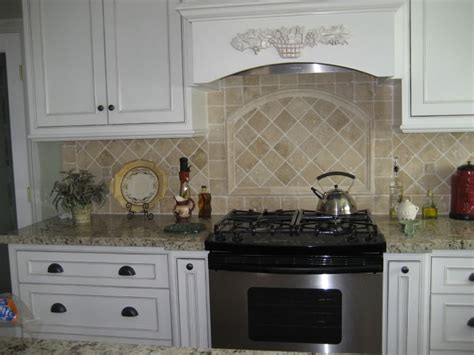 pictures of kitchen backsplashes with white cabinets tile kitchen backsplash ideas with white cabinets