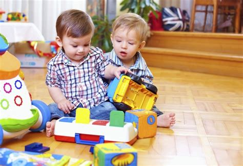 10 ways to promote your child s cognitive development 975 | Kids playing with colorful blocks and trucks e1402088205854
