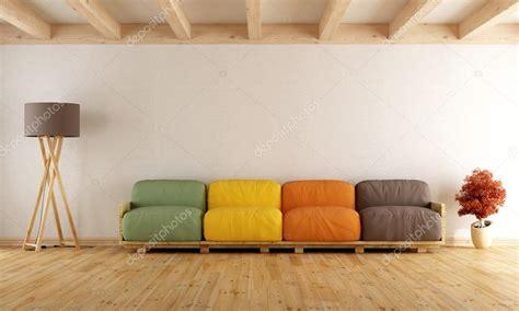 Salotto Con Divano Pallet Colorato Di Bianco