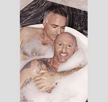 Gareth Thomas Poses For Bubble Bath Photo Shoot With Boyfriend Ian Baum Daily Mail Online