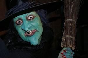 Horrifying Beauty Advice  How To Apply Halloween Makeup