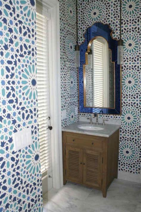 salle de bain marocaine du luxe des couleurs  de