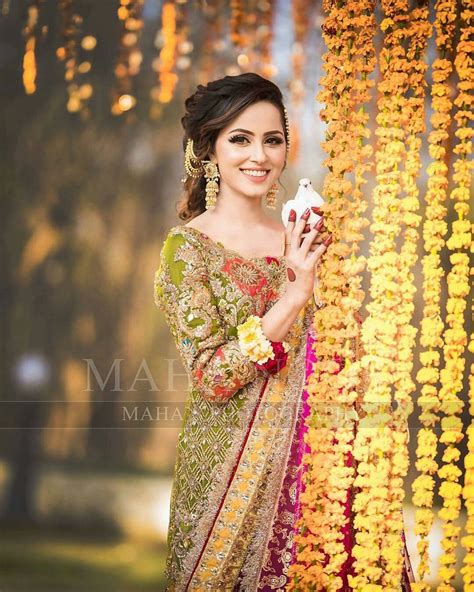beautiful mehndi photoshoot  nimra khan pakistani