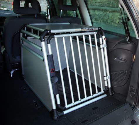 hundetransport auto rückbank pet care hundebox setzt neue ma 223 st 228 be beim hundetransport hundewelt at