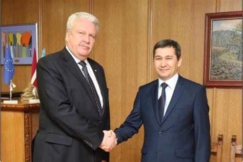 Zemkopības ministrs Jānis Dūklavs ar Uzbekistānas ...