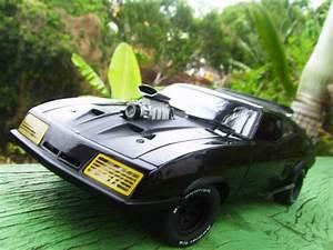 Mad Max Voiture : mad max road warrior interceptor falcon 1973 autoart diecast model car 1 18 buy sell diecast ~ Medecine-chirurgie-esthetiques.com Avis de Voitures