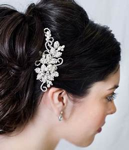 Vintage Wedding Hair Accessories For An Elegant Bride