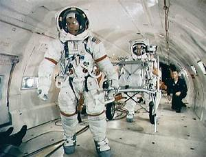 1970 Astronaut Landing - Pics about space