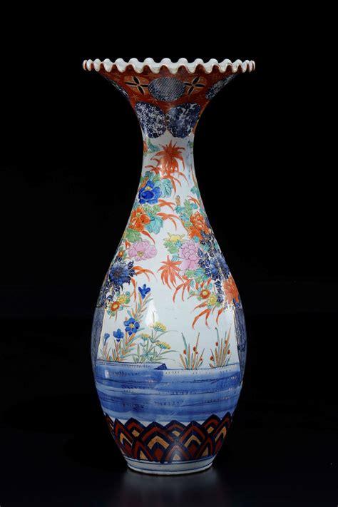 foto vasi di fiori vaso in porcellana imari con raffigurazioni di vasi di