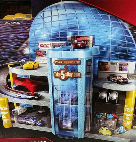 Mattel Disney Pixar Cars 3 Florida Speedway Mega Garage