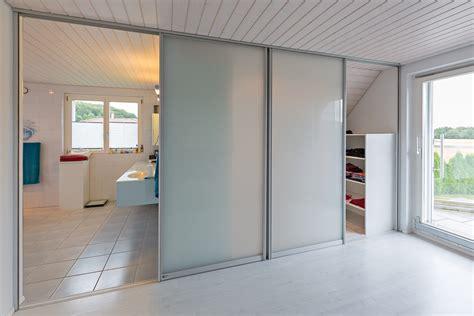 Schlafzimmer Mit Ankleide by Schiebet 252 Ren Als Raumteiler In Die Ankleide Und Als