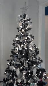 simple christmas tree decoration silver and white christmas tree christmas decorating ideas