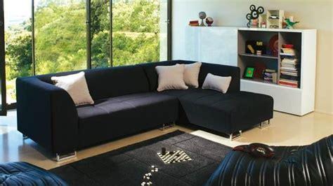 canapé design noir et blanc choisir les coussins pour accessoiriser le canapé