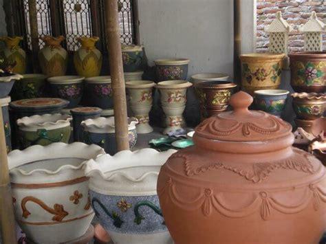 berburu gerabah  keramik  kasongan