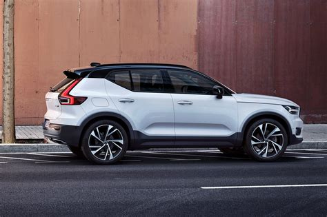 Volvo XC40 revealed: all new baby crossover is go for 2018