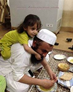 Humor Library: Maulana Tariq Jameel with his Granddaughter