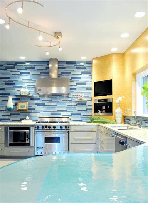 cuisine bleue decoration moderne avec des touches en bleu