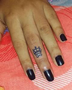 Tatouage Sur Le Doigt : tatouage couronne femme doigt infini tattoo pinterest small tattoo tattoo and tatoos ~ Melissatoandfro.com Idées de Décoration