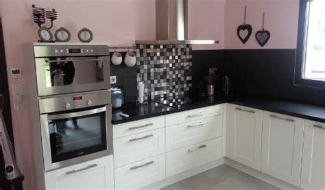 cuisine grise avec plan de travail noir cuisine aménagée réalisations troyes