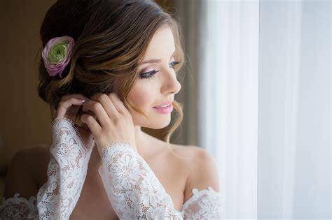 10 Bridal Poses For Wedding Photographers