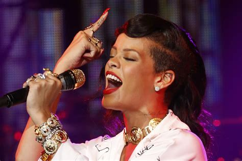 Weigh In Tgj Picks Rihanna's Top 5 Performances Ever