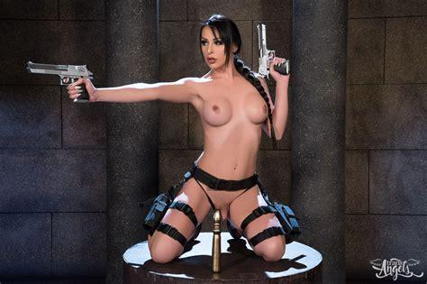 Lara Croft Cosplay Solo