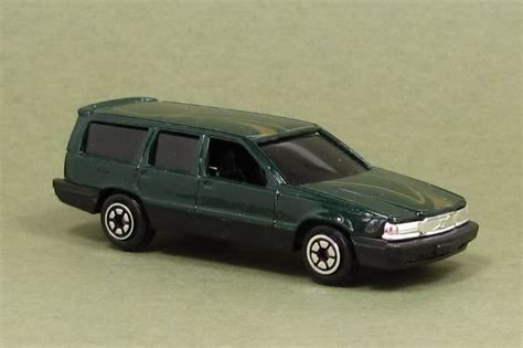 dark green station wagon searching siku