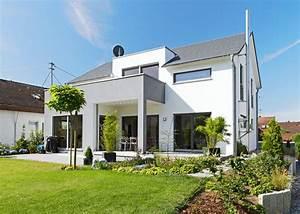gradliniges einfamlienhaus kolorat haus fassade With markise balkon mit muster tapete lila