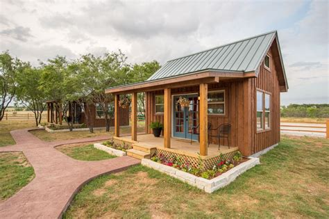 tiny waco texas cabin houses country rental magnolia usa tx rentals setting states united rural peaceful homes vacation cabins glampinghub