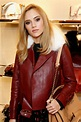 How Suki Waterhouse Transforms Her Blowout to Perfect ...
