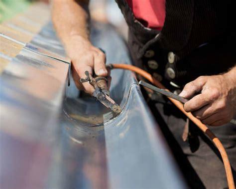 dachrinne montieren zink zink dachrinne l 246 ten 187 anleitung in 4 schritten