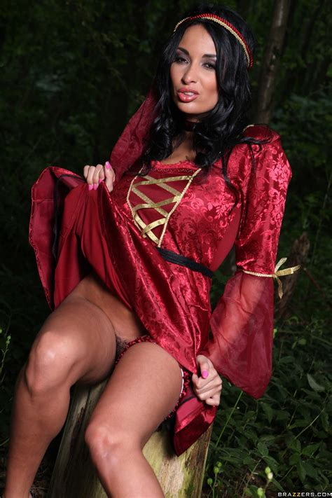 Hot Brunette Likes Sex In The Forest Photos Anissa Kate