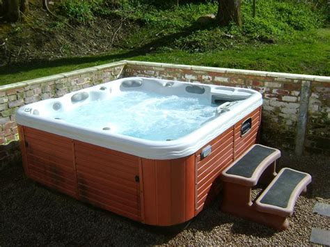 20 Hot Tubs For Bathing Relaxation