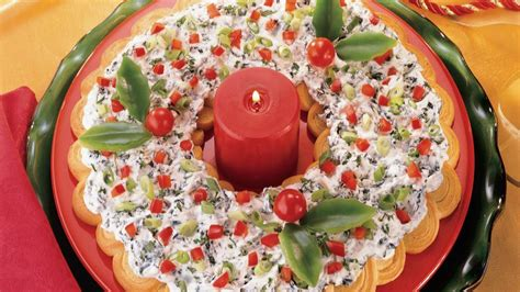 cresent roll christmas tree with spinach spinach dip crescent wreath recipe from pillsbury