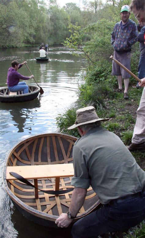 float  boat  quick   coracle making travel