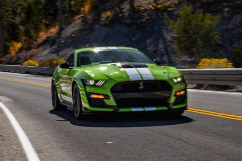 ford mustang shelby gt    hp thrill ride