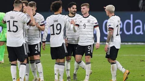 """Auch im fünften versuch seit 1995 verhindert die """"squadra azzurra durch das späte 1:1. Nationalmannschaft - DFB-Team: Alle Corona-Tests negativ - Ran"""