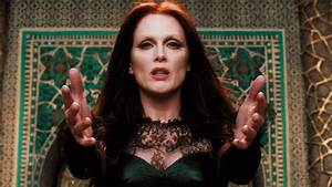 Julianne Moore Officially Cast in The Hunger Games ...