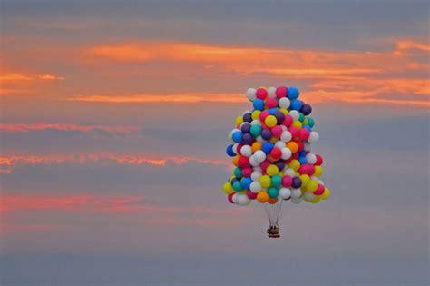 ballon si鑒e il traverse l 39 atlantique avec des ballons de baudruche comme dans le dessin animé quot là haut quot insolite levif be