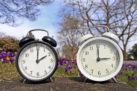 Die geplante abschaffung der zeitumstellung wird die mehrheit befürwortet die einführung einer ewigen sommerzeit, aber einige sprechen sich auch für. 56 Top Pictures Wann Wird Die Uhr Auf Sommerzeit ...