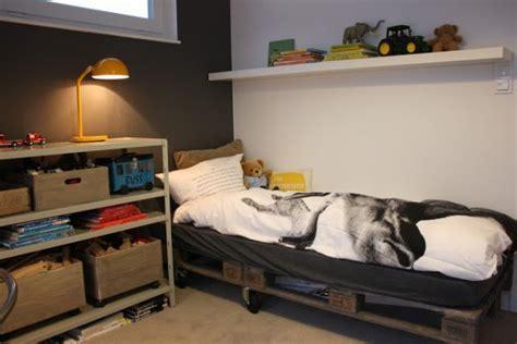 disposition de chambre lit en palette 50 id 233 es pour fabriquer un lit en palette