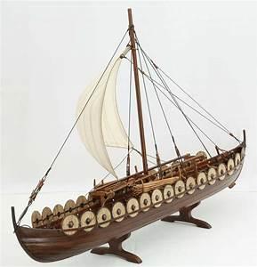 Photos of Viking ship model Skuldelev 5