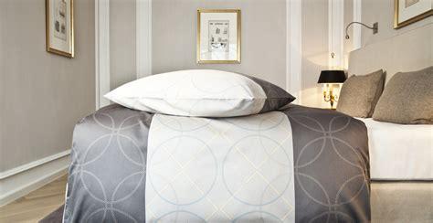 canapé lit vintage housse de couette grise relaxante et cocoon westwing