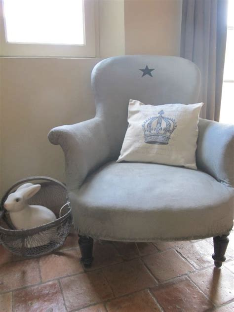 repeindre un canapé en tissu repeindre un fauteuil en tissu restauration meubles