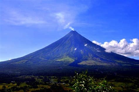 best philippines place mayon volcano