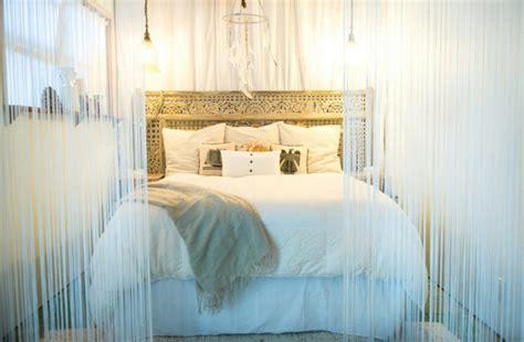 ambiance chambre parentale fabriquer une tête de lit en bois avec une porte la