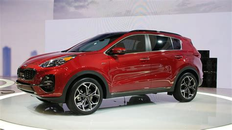 kia sportage grows    chicago auto show